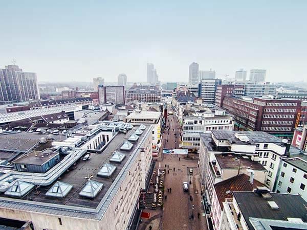 Geschäftsgebäude von oben in der Innenstadt von Essen