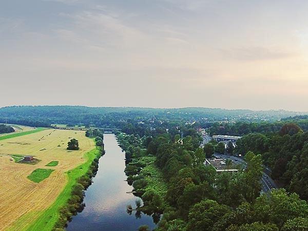 Luftbild der Landschaft mit dem Fluss Ruhr