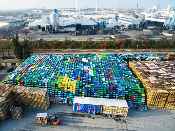 Firmengelände Drohnenaufnahmen Fässer Paletten Hafen NRW