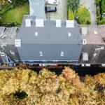 Draufsicht eines Hauses im Herbst in NRW