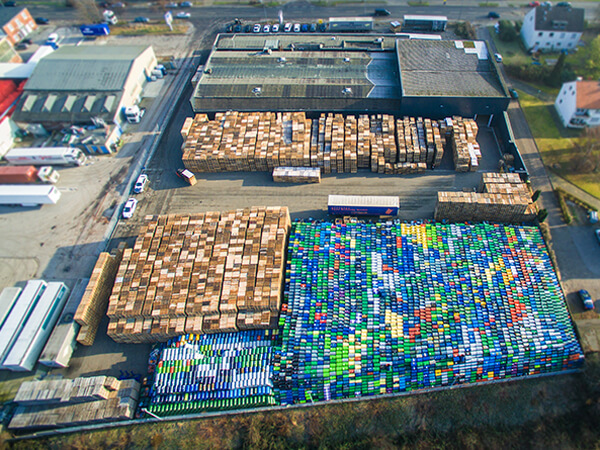 Hafengelände Luftaufnahmen Fässer Paletten Ruhrgebiet