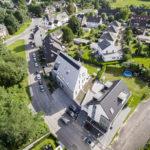 Wohnsiedlung von oben mit Drohne